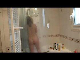 Videos des fesses de Lisasparrow35, Sous la douche
