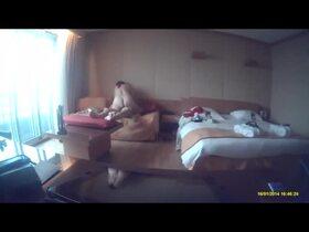 Videos des fesses de Lolo44000, devant la fenêtre